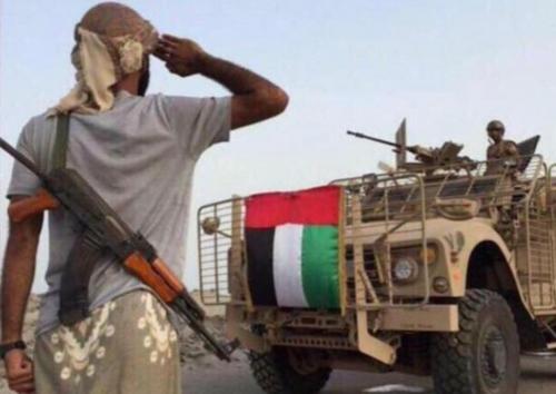 سياسي يمني: الجبهات العسكرية في اليمن خسرت خروج الجيش الاماراتي