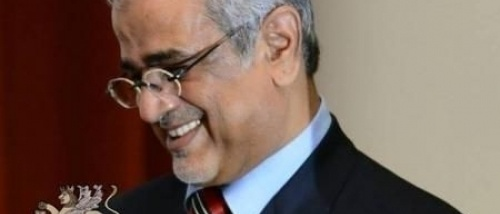 """""""بن عيدان"""" يعلق على صراع اللصوص الصراع بين حكومة ظل العيسي وحكومة معين عبدالملك."""