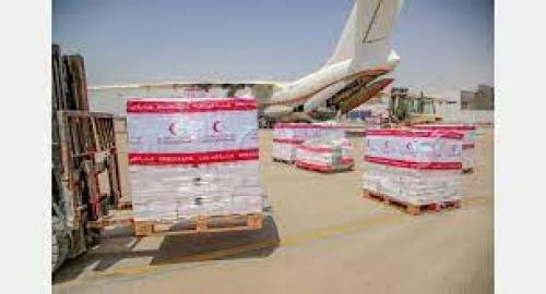 وصول طائرة إغاثية اماراتية إلى المكلا تحمل أطناناً من المساعدات الغذائية كدفعة أولى مقدمة لأهالي حضرموت