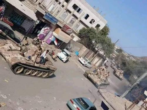 قوات الصاعقة والحزام الأمني تحرر مواقع في معزوب عامر سقوط عشرات القتلى من #الحـوثيين