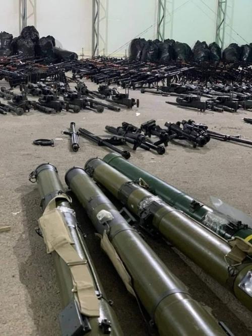 """""""شبوة برس"""" ينشر صور أسلحة """"الإخونج"""" التي ضبطها التحالف العربي قبالة ميناء الشحر"""