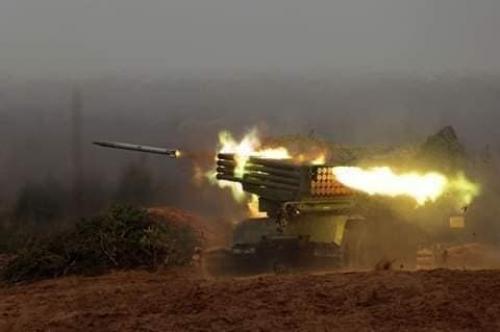 قوات الحوثيين تطلق صواريخ كاتيوشا باتجاه مناطق آهلة بالسكان وسط الضالع ومقتل امرأة