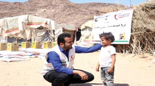 هلال الإمارات يوزع أكثر من 1000 سلة غذائية لأهالي محافظة حضرموت