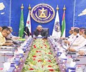 الرئيس الزُبيدي يترأس لقاءً مشتركًا للجنة الجماهيرية في الجمعية الوطنية والدائرة الجماهيرية بالأمانة العامة