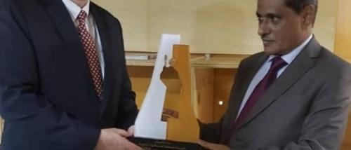 السفير الأمريكي في المكلا لدعم النخبة الحضرمية في مكافحة الإرهاب