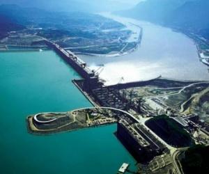 الصين تبني أكبر سد في العالم لإنتاج الكهرباء THREE GORGES DAMH