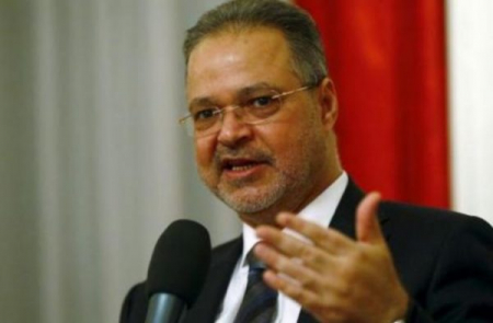 وزير خارجية الشرعية يتزوج بالثانية ويصدر قراراً بتعيينها بمنصب رفيع