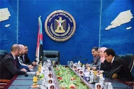 الرئيس الزُبيدي يستقبل الوفد الأممي الخاص للشؤون الإنسانية بعدن