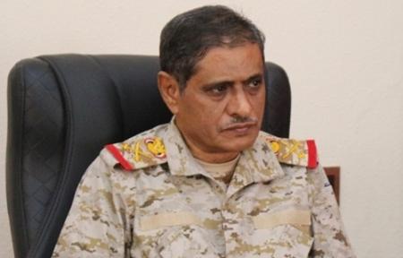 محافظ حضرموت يتهم قيادات عسكرية مؤتمرية وإصلاحية بتسليم أسلحة ثقيلة لتنظيم القاعدة في المكلا